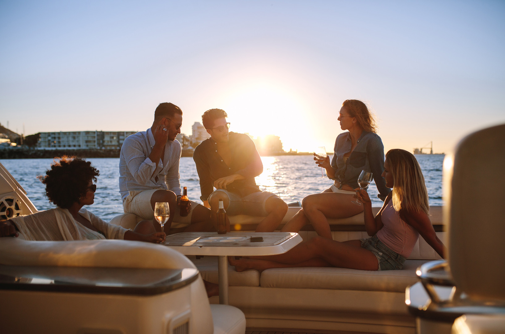 Relaxed cocktail cruise on private yacht