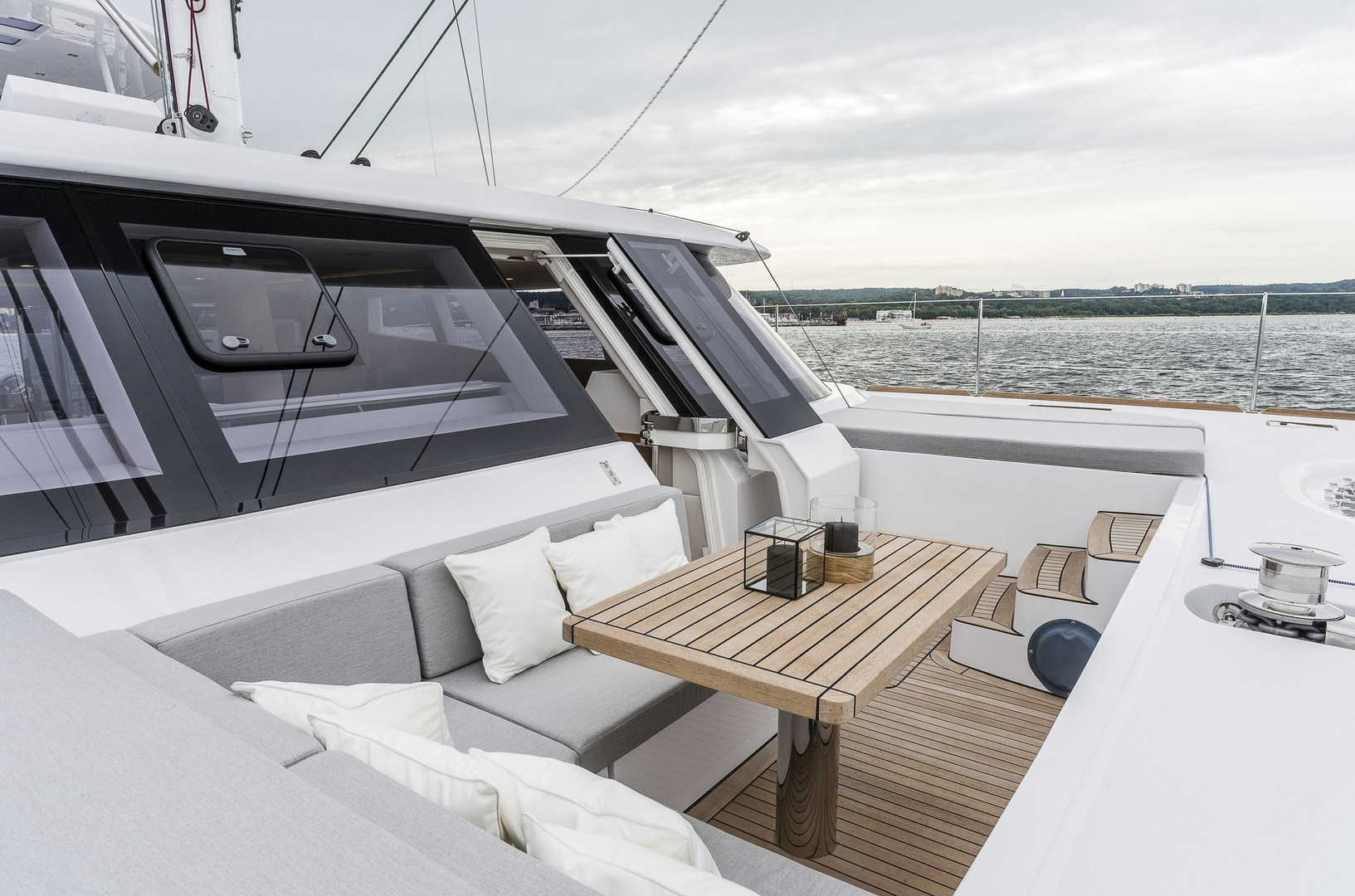 Yacht CALMAO - unique foredeck seating, ideal for sundowners