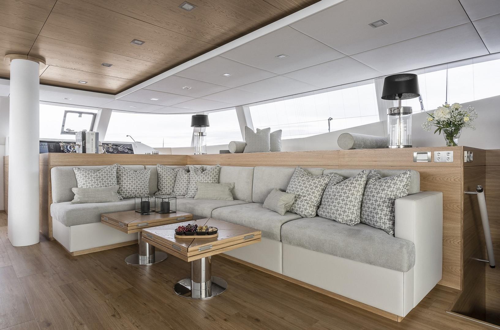 Yacht CALMAO - saloon lounging