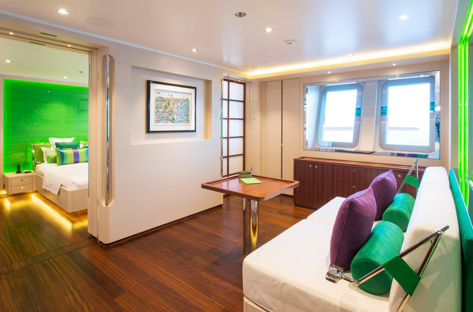 Yacht AQUIJO - Guest cabin lounging