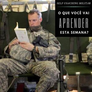 Militar lendo um livro