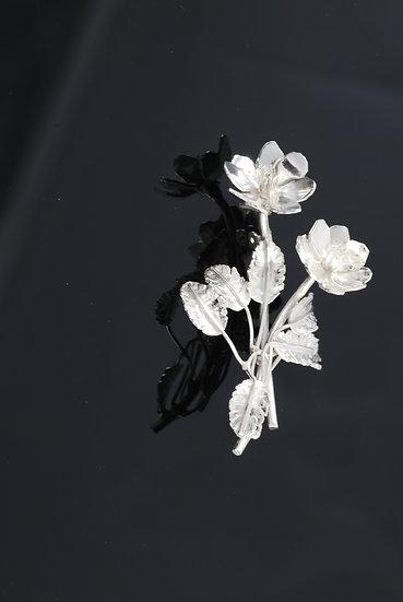 Reinrose brosje i sølv