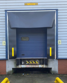 loading bay retractable dosck shelters