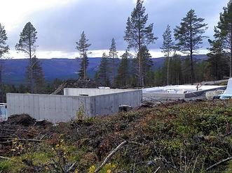 Utsikt fra tomt 9, hvor det bygges for fullt mens vi venter på snøen..