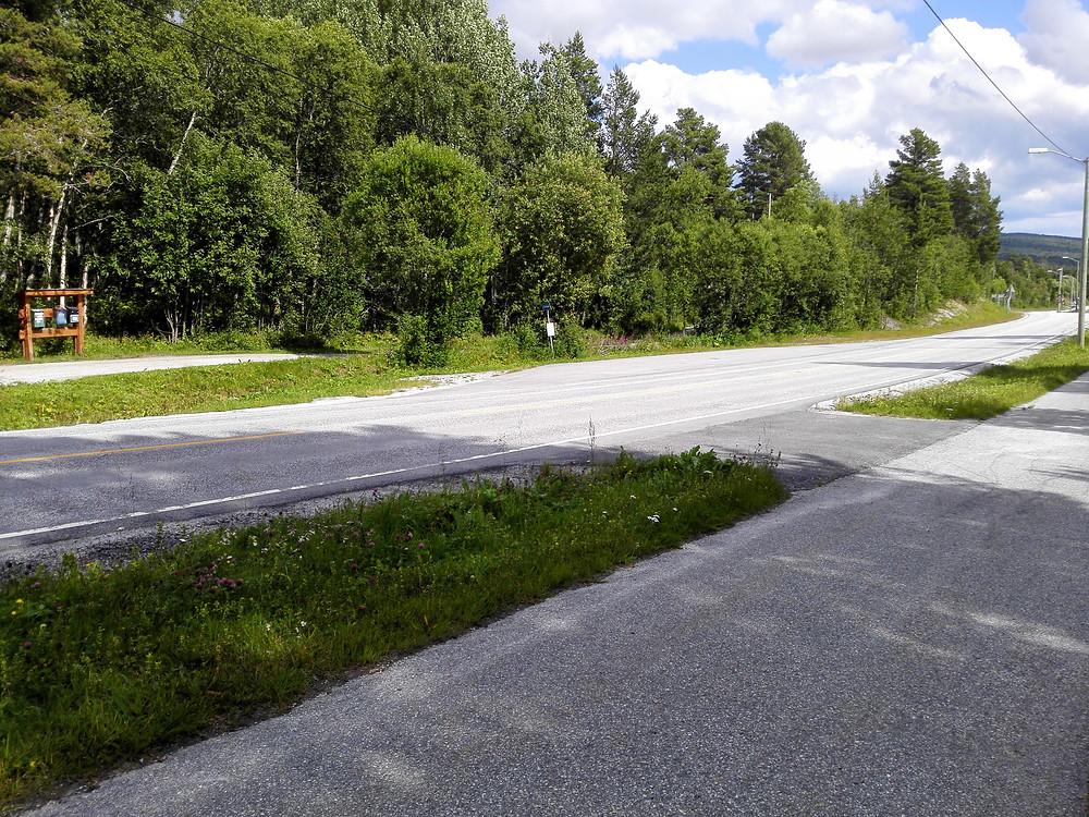 Bussholdeplassen ca 300 meter fra Fagerli Leirskole er et fint utgangspunkt for denne turen.