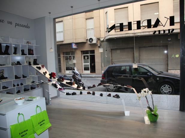 Reforma de zapatería infantil en Lorca