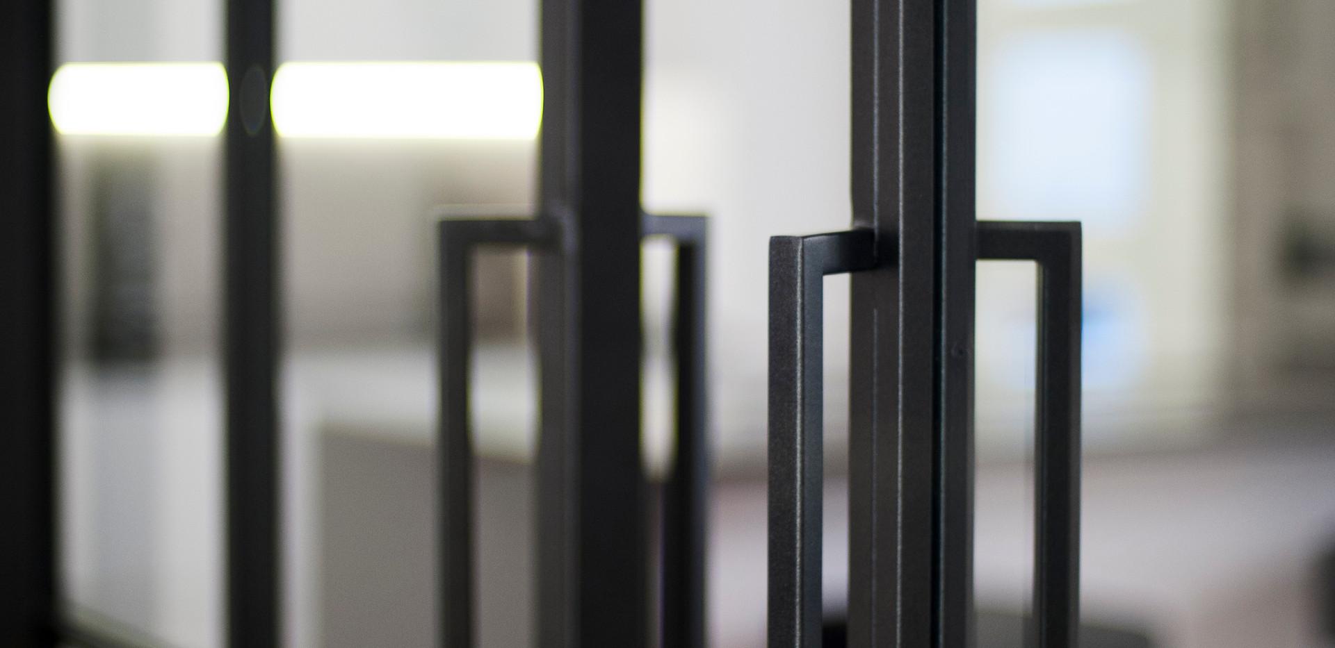Reforma ático puerta hierro forjado