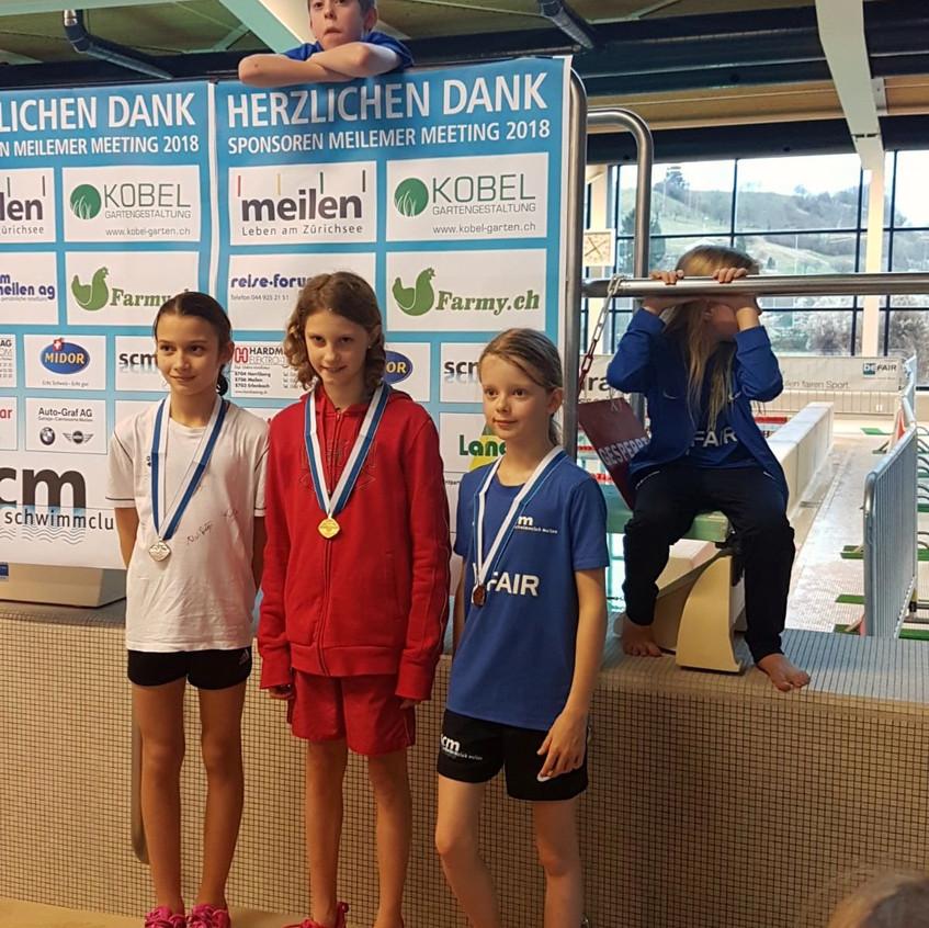 Emma gewinnt Gold über 100m Brust