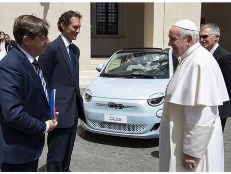 Seine Heiligkeit Papst Franziskus gewährt Stellantis eine Audienz