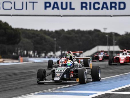 Sieg für Smal und ein Doppelsieg für Tramnitz eröffnen die  Italienischen F.4 Meisterschaft