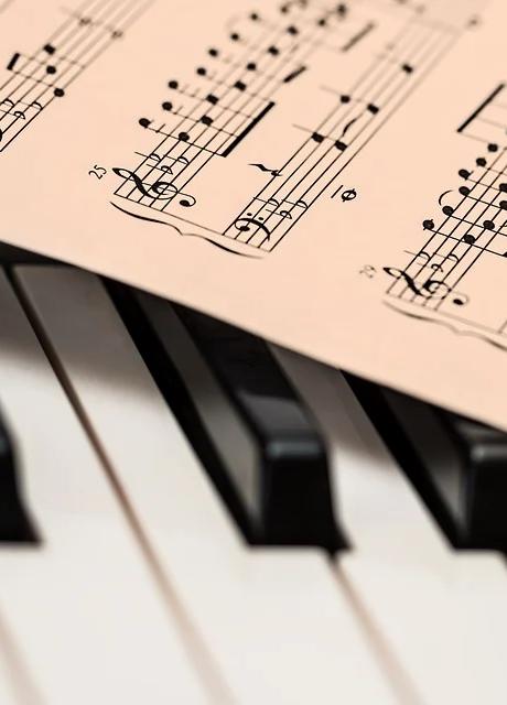 Piano und Noten.webp