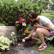 Hannah visits her father's gravesite.