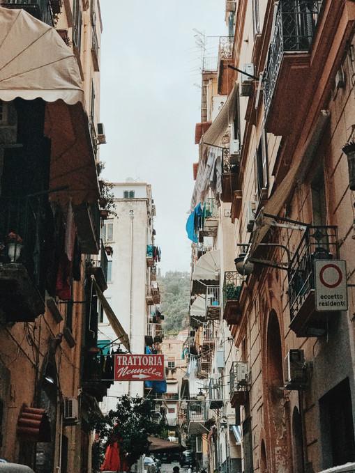 רחובות וסמטאות נאפולי