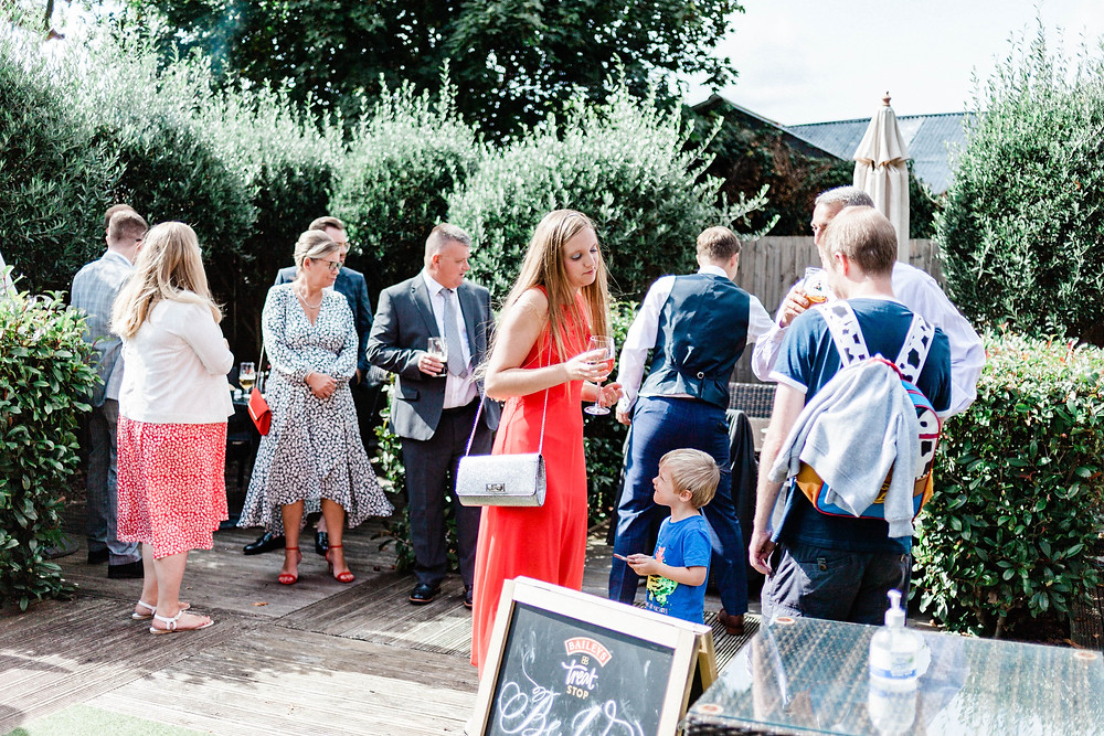 Wedding party in the garden of The George in Wraysbury by Berkshire wedding photographer