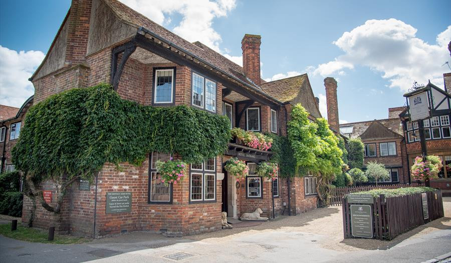 The Montagu Arms Hotel New Forest wedding venue
