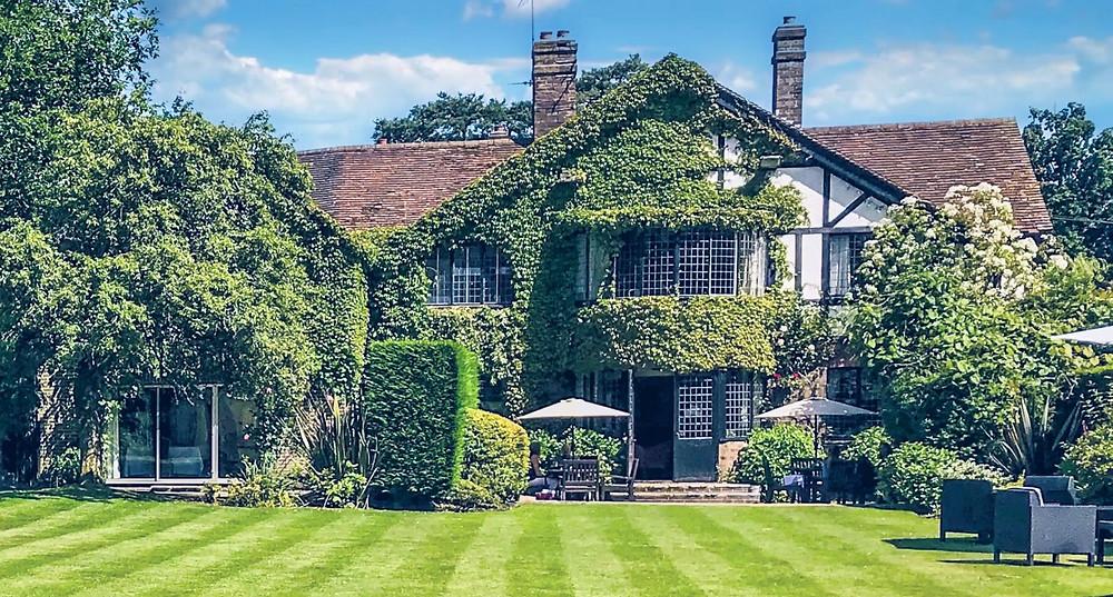 Cissword House intimate West Sussex wedding venue