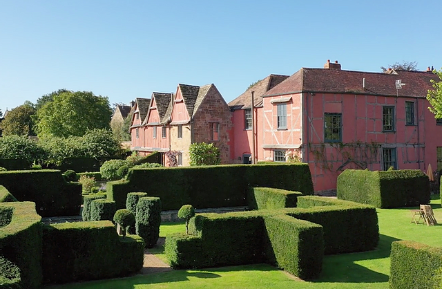 Pauntley Court luxury intimate Gloucestershire wedding venue