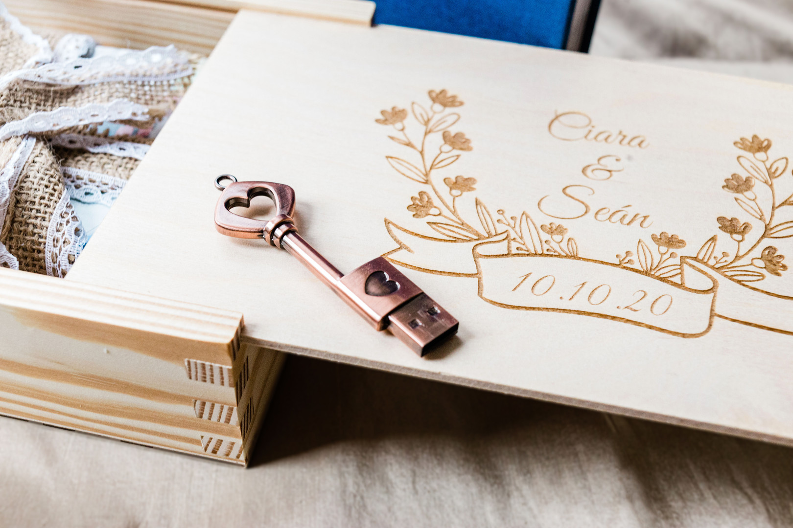 Wedding photo packaging with gold heart USB