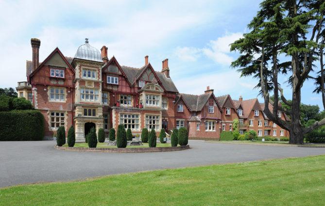 Pendley Manor intimate wedding venue in Hertfordshire