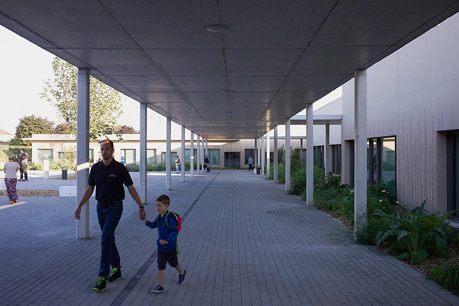 Com_DamienSurroca_Wavrin_School_OpeningD