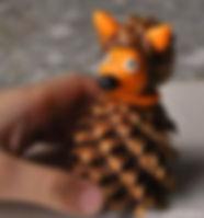 Поделка из шишек лиса.jpg
