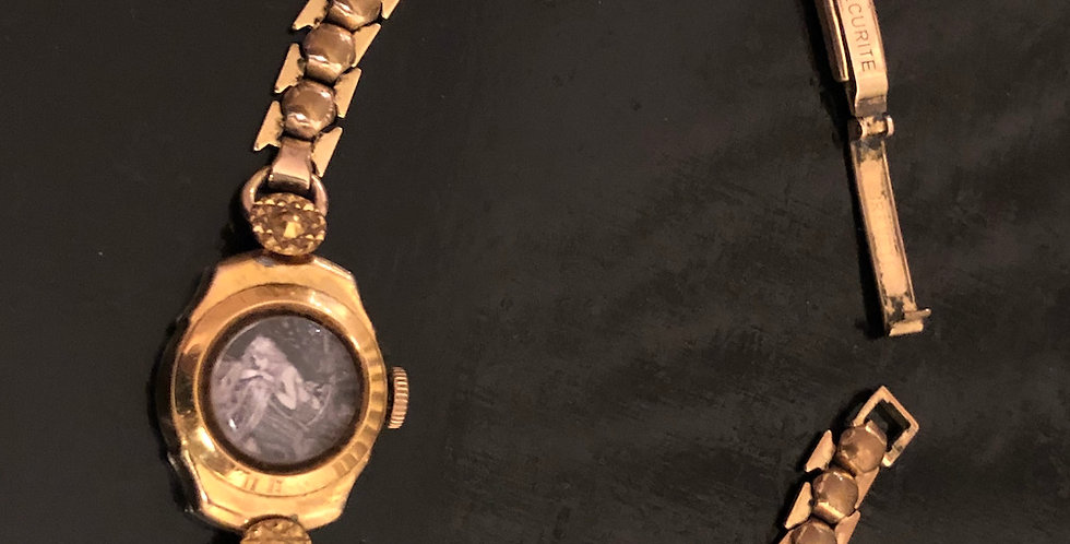 Watchlet with gold chain strap
