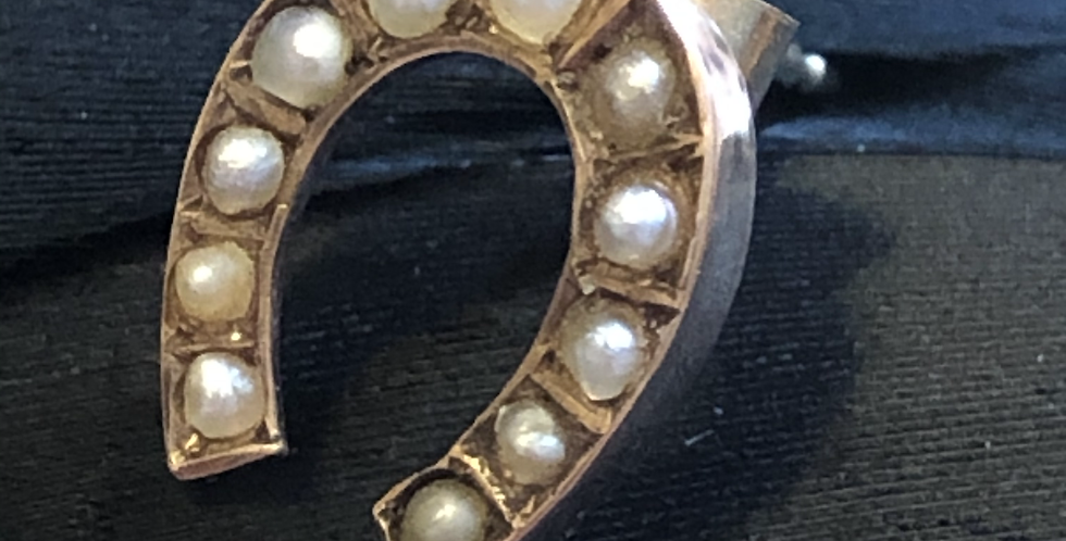 Victorian 9ct horse shoe stud with split pearls