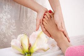 woman-feet-beauty-saloon-decorations-get