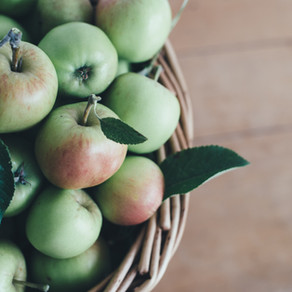 Which is Healthier: Red or Green Apples?