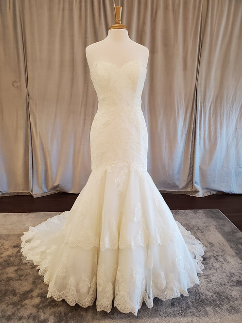"Pronovias ""Barquilla"" Lace mermaid with tiered skirt"