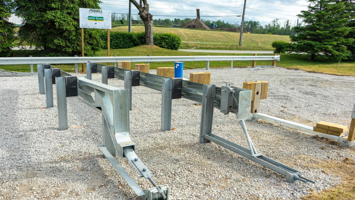 Outdoor - Safety Garden - Example Photo - Guide Rails