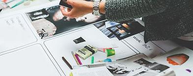 Руки Работающие на печать журнала