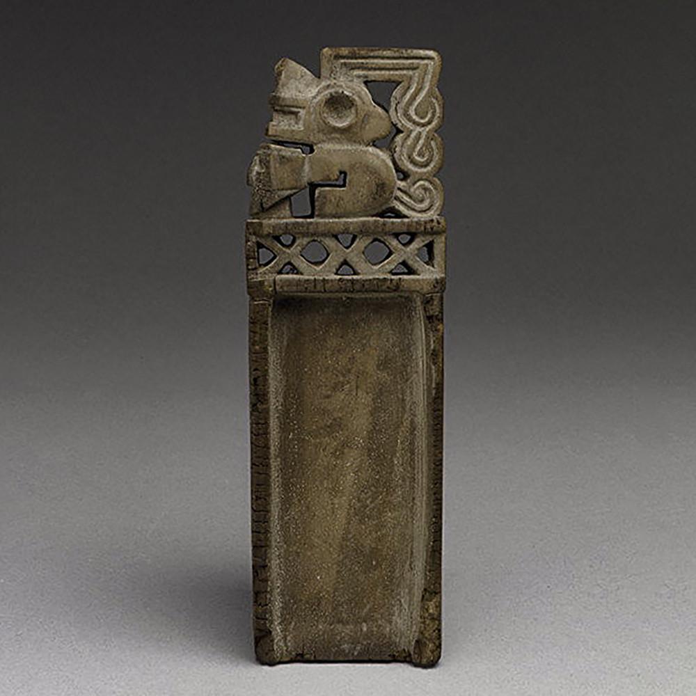 Нюхательная ложечка. Тиуанако, 4-8 вв. н.э. Коллекция Metropolitan Museum of Art.