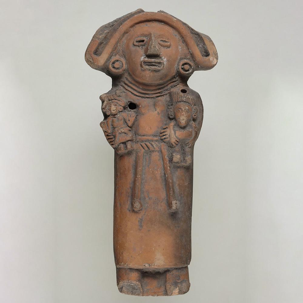 Погремушка в виде богини Сиукоатль. Ацтеки, 15 век. Коллекция Princeton University Art Museum.