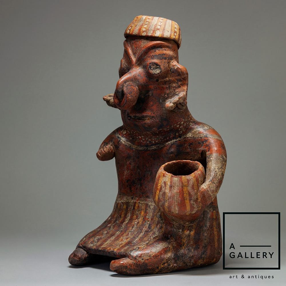 Фигура сидящей женщины с чашей. Наярит, 100 г. до н.э.—250 г. н.э. Коллекция A-Gallery, Москва.