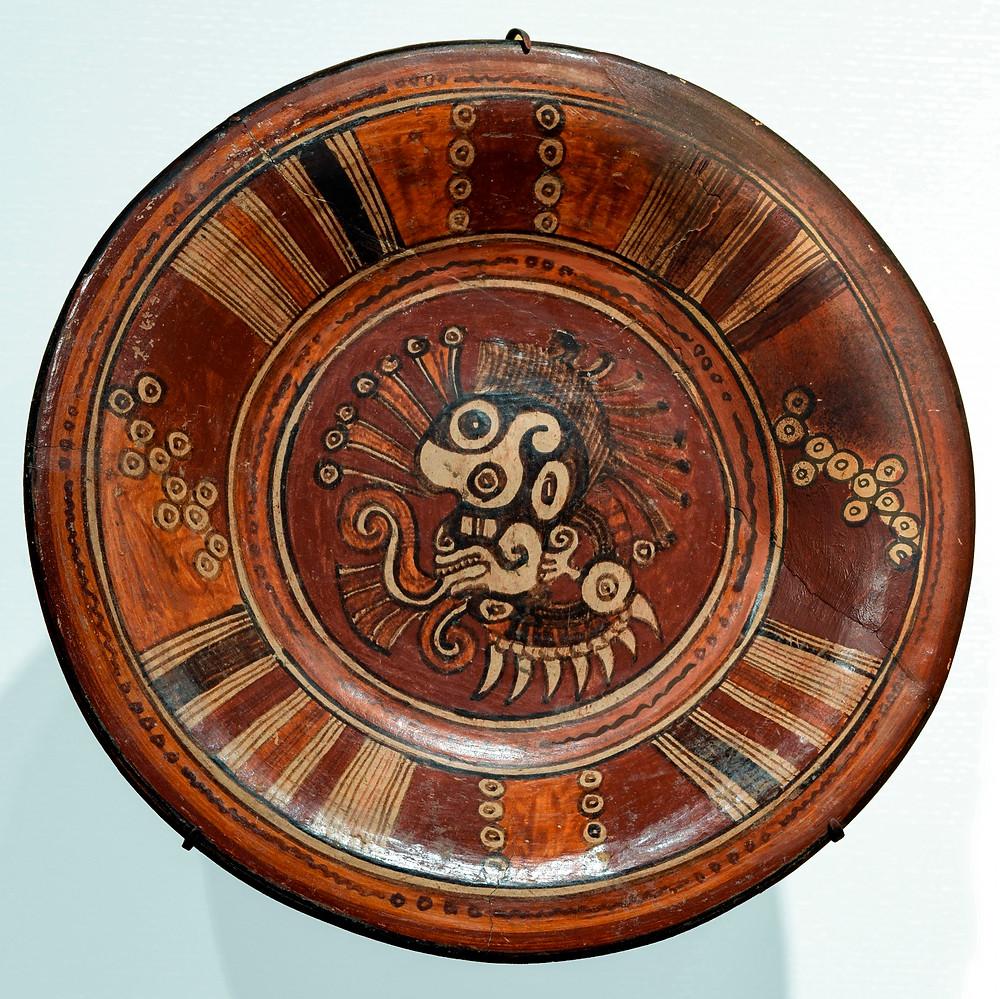 Блюдо с изображением богини Сипактли. Ацтеки, 1325-1521 гг. н.э. Коллекция Reading Public Museum, США.