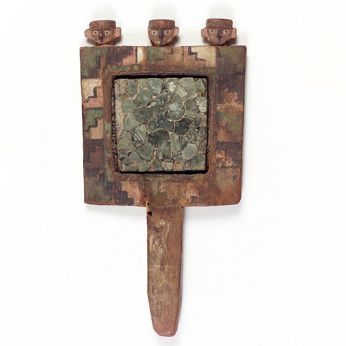 Зеркало. Уари, 600-1000 гг. н.э. Коллекция National Museum of the American Indian, New York.