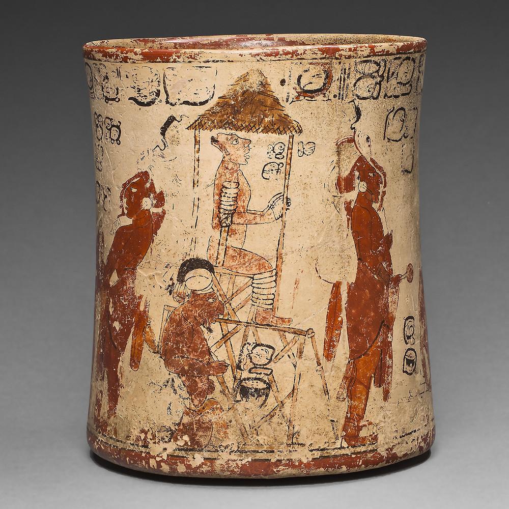 Сосуд со сценой инаугурации правителя. Майя, 650-800 гг. н.э. Коллекция Art Institute of Chicago.