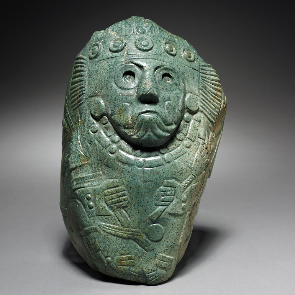 Тлалок со стеблем маиса в руке. Ацтеки, 13-16 вв. н.э. Коллекция The Cleveland Museum of Art.