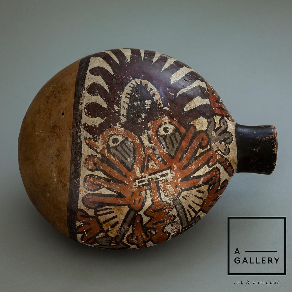 Сосуд с изображением маски-личины. Наска, 550-750 гг. н.э. Коллекция A-Gallery, Москва.