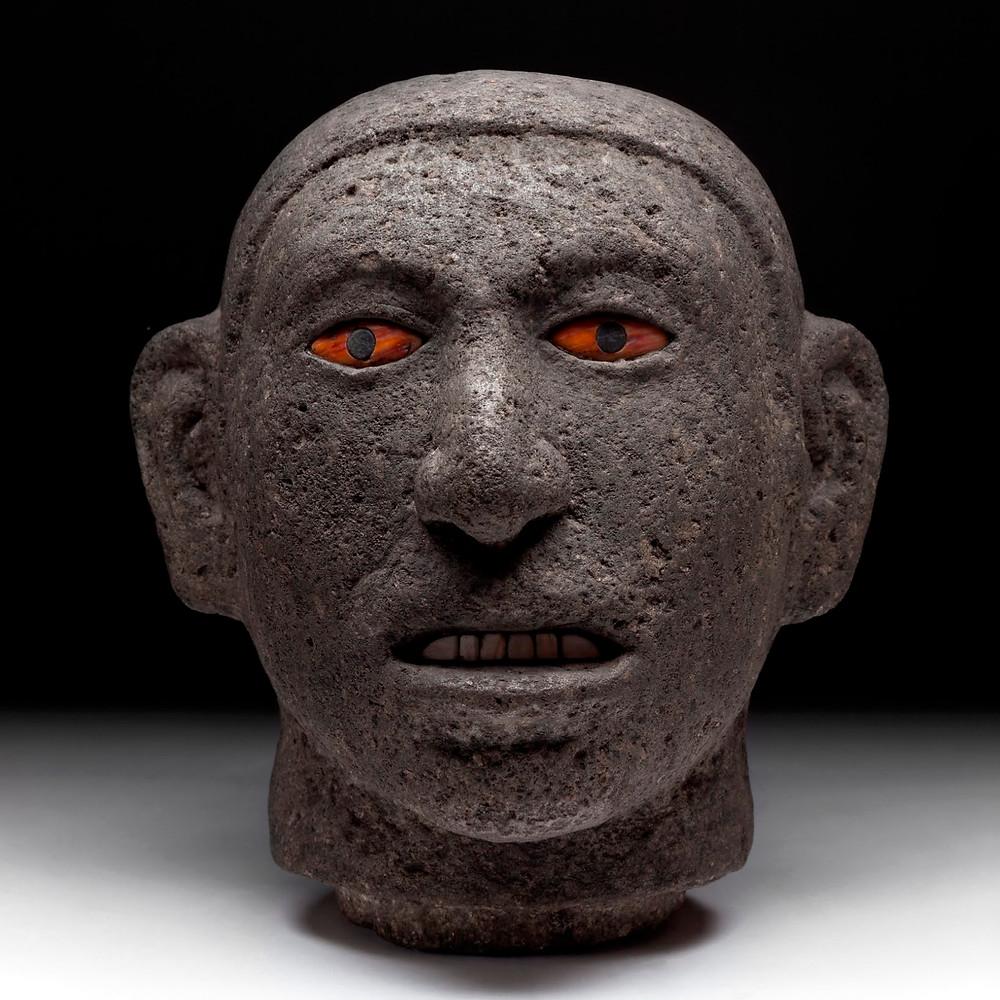Голова человека, опьяненного пульке (?). Мексика, 1325-1521 гг. н.э. Коллекция Museo Nacional de Antropología, Mexico.