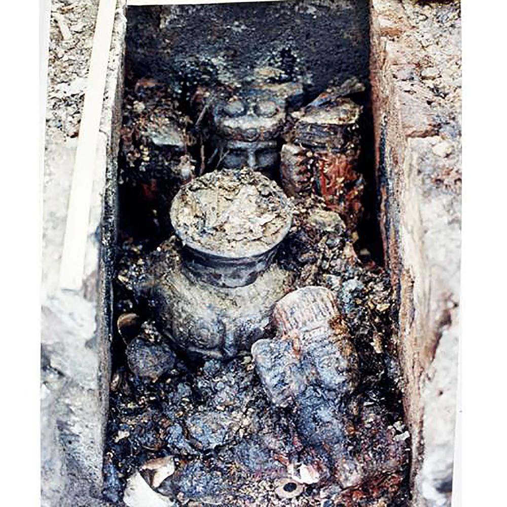 """Подношение 102. Источник фотографии: Tomado de José Álvaro Barrera Rivera et al., """"La Ofrenda 102 del Templo Mayor"""", Arqueología Mexicana, núm. 48, pp. 70-77"""