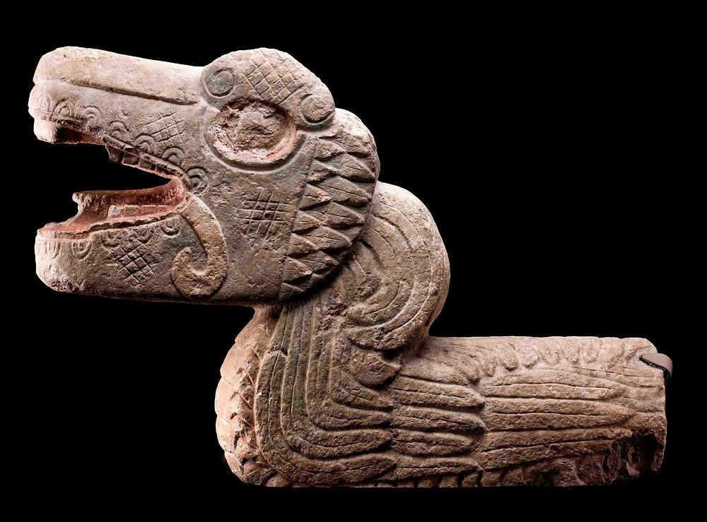 Пернатый змей. Майя, 900-1250 гг. н.э. Коллекция Museo Nacional de Antropología, Мехико.