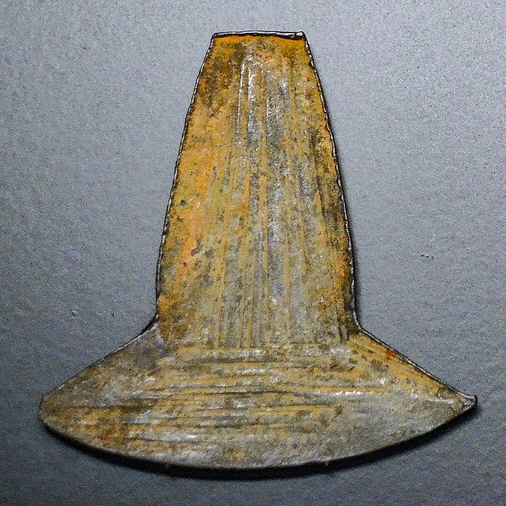 Монета-топорик. Эквадор, 10-14 вв. н.э. Коллекция Museo de Prehistoria de Valencia.