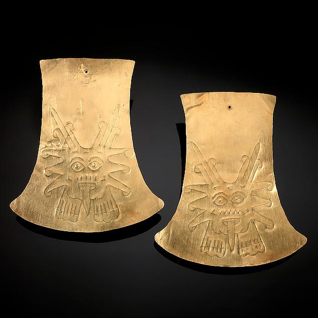 Ушные украшения с изображениями солнца. Наска, 100-600 гг. н.э. Коллекция Национального музея американских индейцев под эгидой Смитсоновского института.