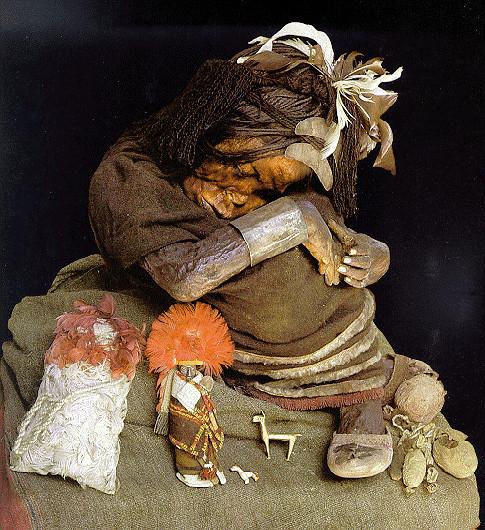 Мумия ребенка из Серро-Эль-Пломо.