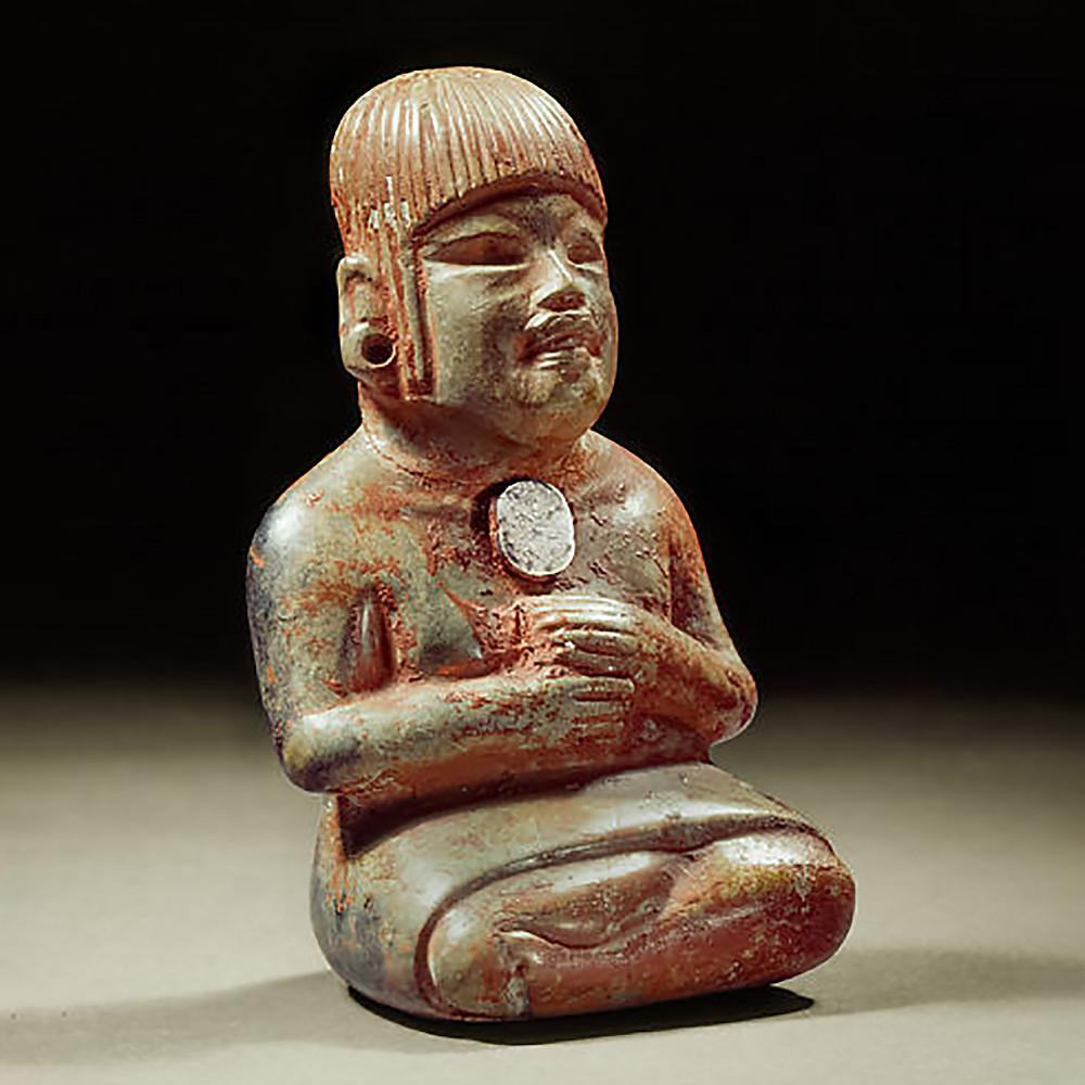 Женская фигура с зеркальным диском на груди. Ольмеки, 700-600 гг. до н.э. Коллекция Museo Nacional de Antropología.