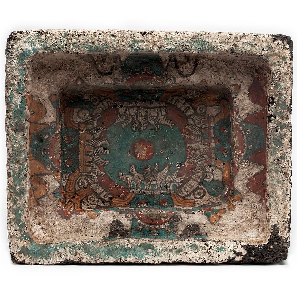 Фрагмент внутренней росписи каменного церемониального контейнера для подношений. Мексика, 1250-1500 гг. н.э. Коллекция Museo Nacional de Antropología, Мехико.