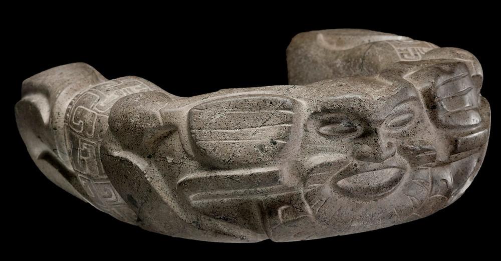 Приспособление для игры в мяч (каменный пояс), Веракрус, 450-700 гг. н.э. Коллекция Museum of Fine Arts, Boston.