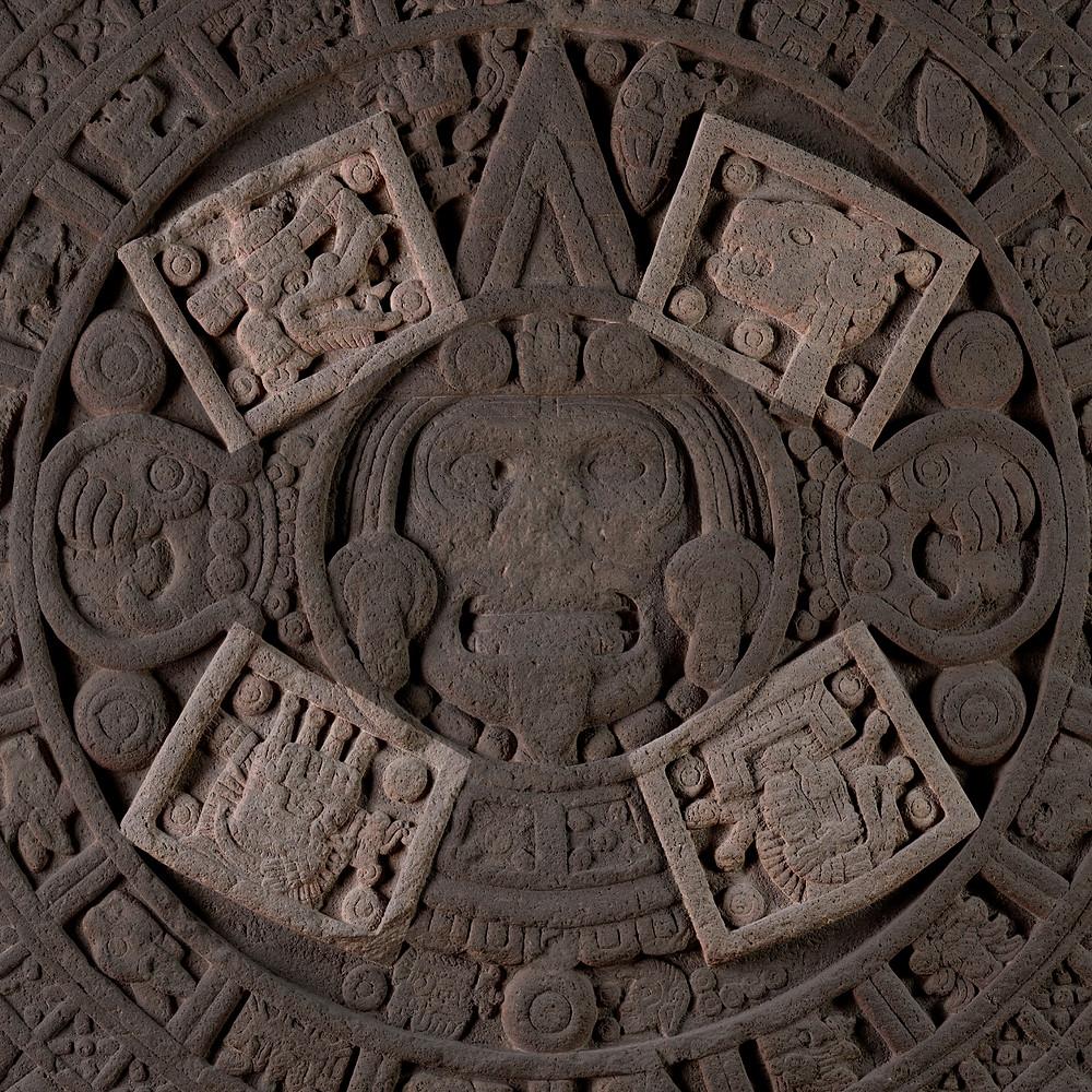 4 предшествующие эпохи. Камень солнца. Ацтеки (?), 1250-1500 гг. н.э. Коллекция Museo Nacional de Antropologia, Мехико.